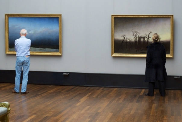 «Точь-в-точь» Фотопроект Стефана Драшана о необъяснимой связи картин и зрителей, которые удивительным образом дополняют произведения искусства. Наблюдая за посетителями картинных галерей, Stefan