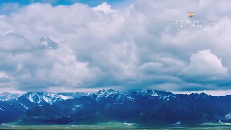 Сапфир среди гор Горное озеро Сайрам на западе Китая