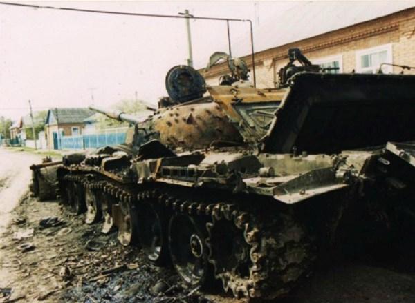 Подбитый на улице танк стоял на том же месте еще несколько лет