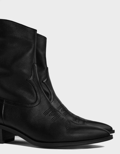 Кожаные ботинки в ковбойском стиле