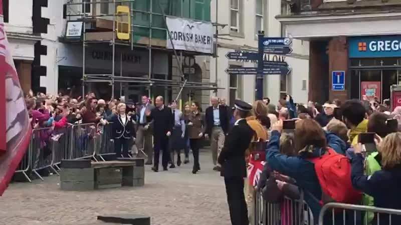 William and Kate have arrived in Keswick to begin their day in the county of Cumbria.mp4