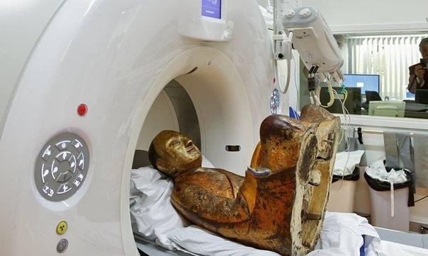Тысячелетний человек Ученые отсканировали 1000-летнюю статую Будды и оказалось, что внутри неё находятся мумифицированные останки, а в пустующей брюшной полости, где раньше были органы, были