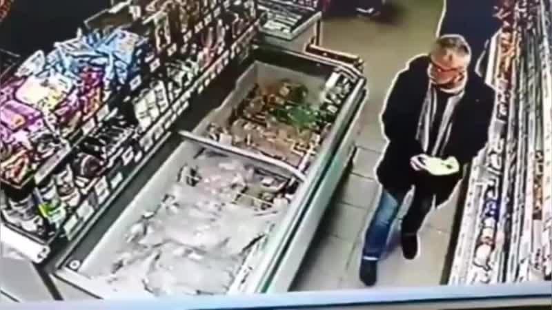 Воришка в супермаркете/@yfaonline