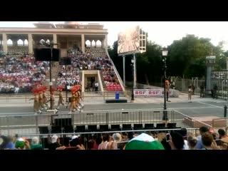 Церемония спуска флагов в Вагах.