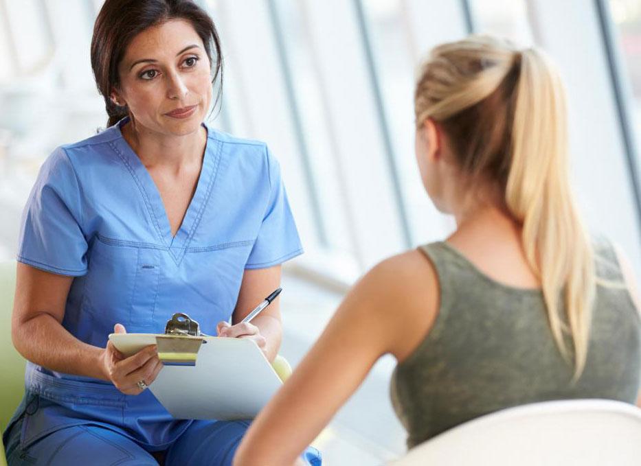 Компетентная медсестра должна уметь различать, когда следует отменить стандартные процедуры по уходу.