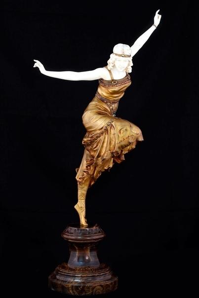 Скульптор:  Пол Филипп.