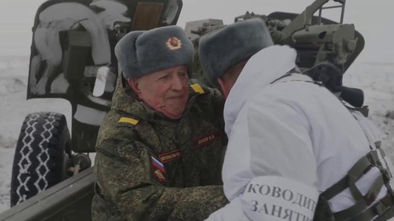 Veteranos de la Segunda Guerra Mundial disparan desde un obús Msta B ✭ Ejercito Ruso ✭