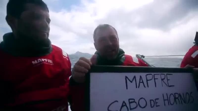 Парусная регата в Н. Зеландии, яхта летит на всех парусах.mp4