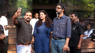 Kajol Spotted At Silver Beach Cafe Juhu - Watch Video