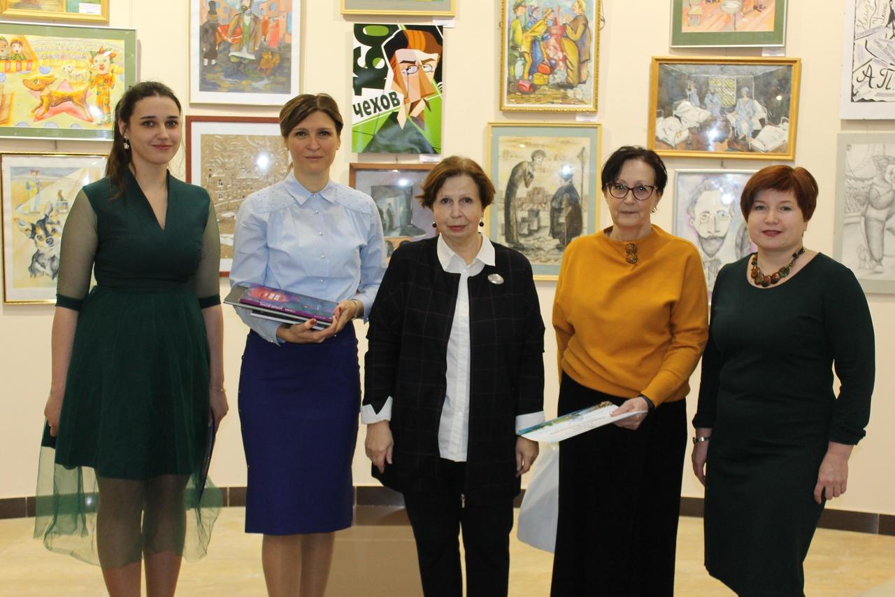 В ХМ «Арт-Донбасс» открылась выставка мемориальных фотографий