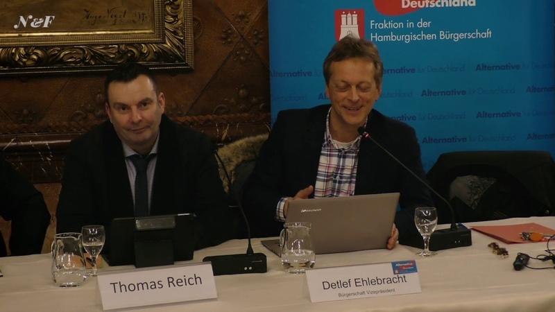 Stimmzettel im Altpapier bei Hamburgwahl AfD Abgeordnete diskutieren mit Bürgern