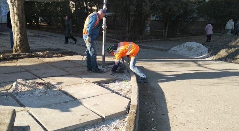 В крымской столице продолжается ямочный ремонт.