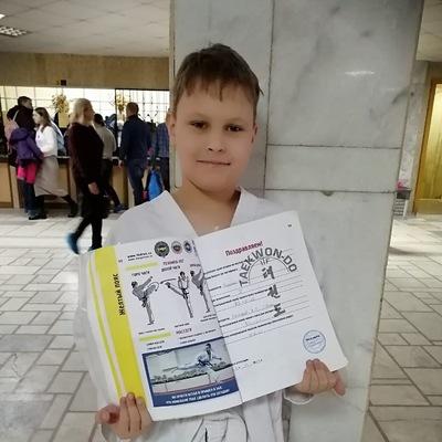 Денис Аверин