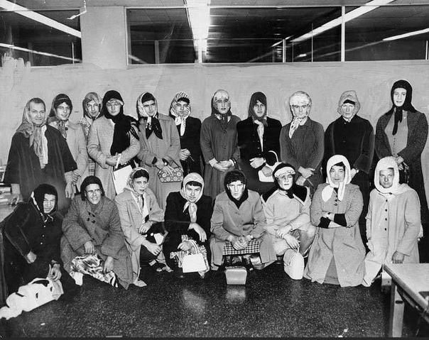 Полицейские Лос-Анджелеса маскируются под женщин для поимки воров дамских сумочек (1960 год