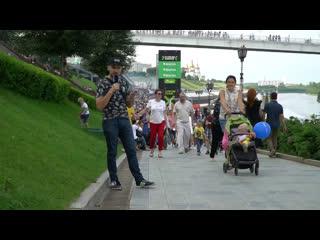 Смотрим на красивых девушек и гуляем на набережной на День города