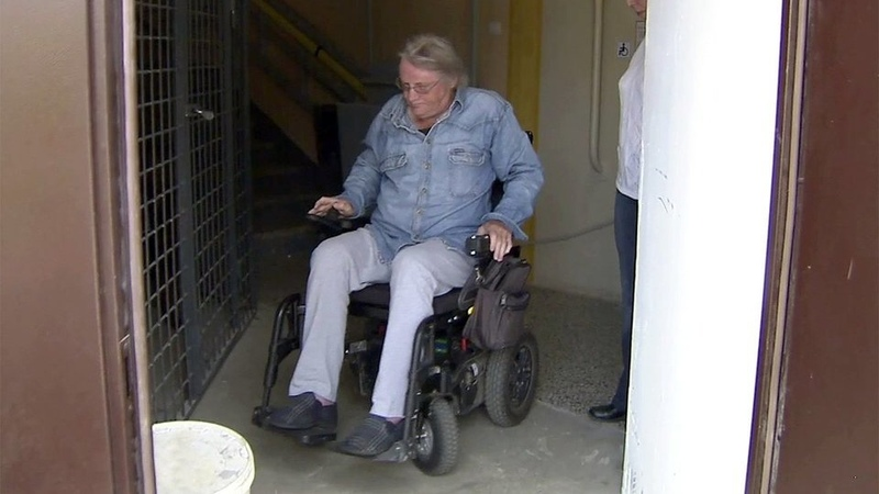 ВКостроме жильцы многоквартирного дома недовольны появлением вих подъезде подъемника для инвалидной коляски