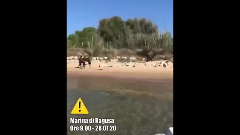 Tunesier stürmen ungehindert Lampedusa