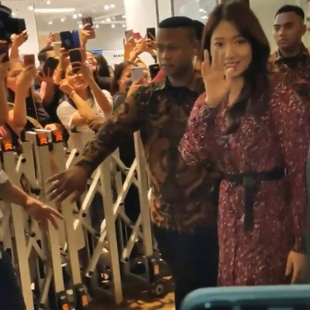 "💕👸Park Shin Hye 박신혜 FC Only 👼💕 on Instagram: ""[Fan Cam] 2019.10.11 Park Shin Hye for Mamonde event in Indonesia cr. @na_herna @ssinz7 ParkShinHye 박신혜 Mamonde 마몽드 梦妆…"""