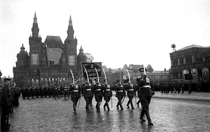 Парад Победы на Красной площади в Москве 24 июня 1945 года. На снимке сводный полк Второго Белорусского фронта на параде