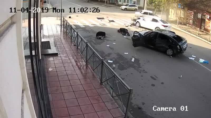 Выкинуло из машины в Махачкале