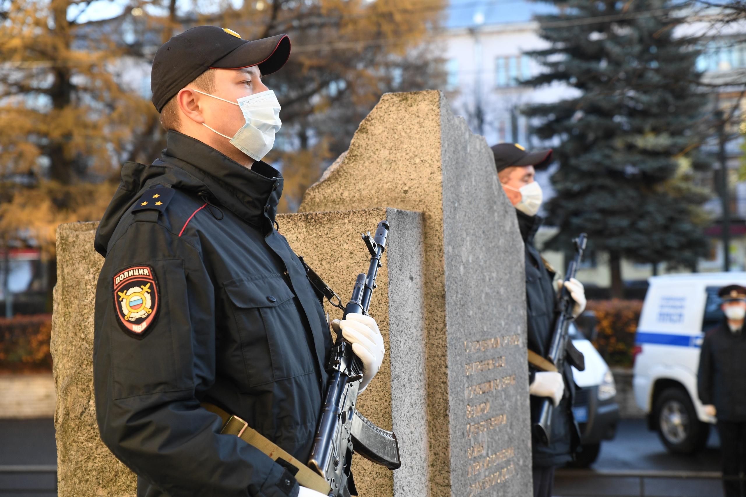 В Твери почтили память сотрудников органов внутренних дел, погибших при исполнении служебных обязанностей