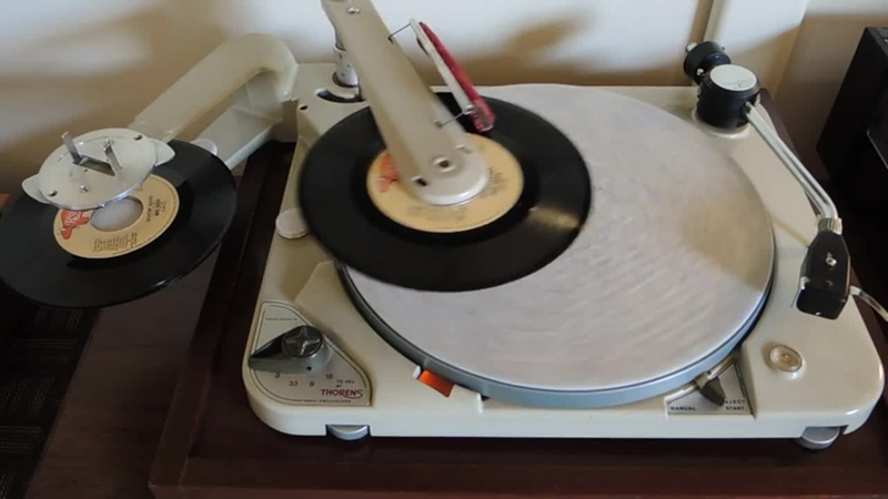 Thorens TD-224 Record Changer - Changing 45 RPM Records