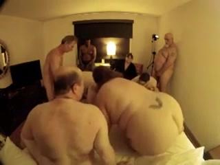 Свингер-вечеринка для любителей толстушек.