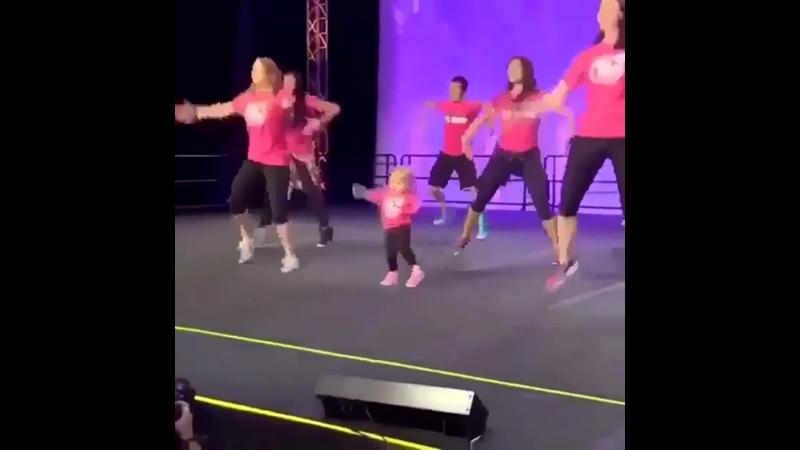 Малышка танцор,энерджайзер