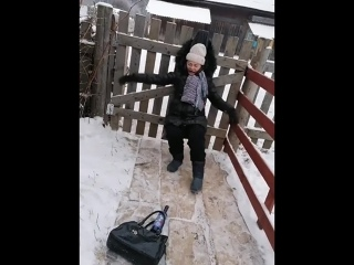 Игорь специально не слышит)