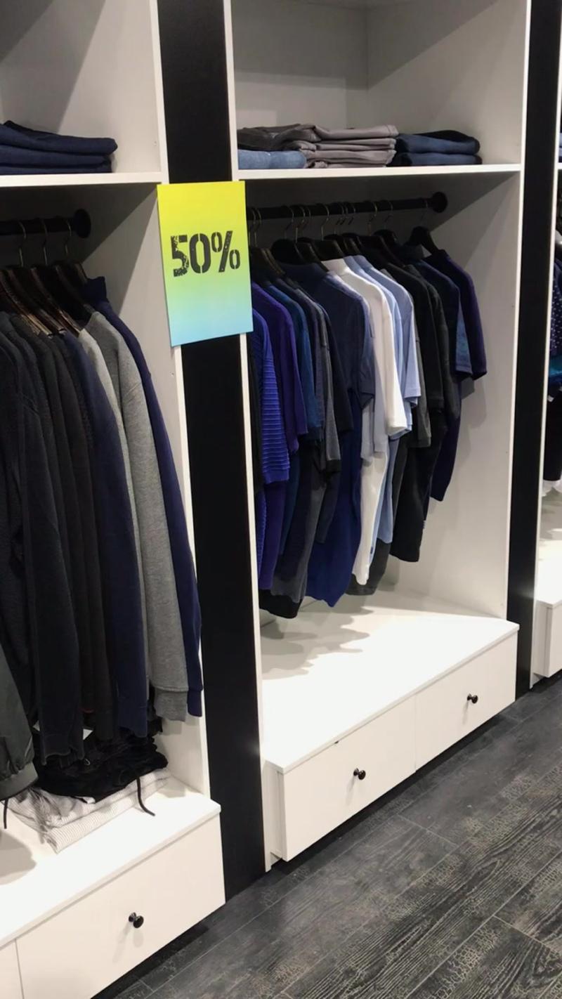 Скидки 50% на люксовые кофты, поло и футболки + отдельные виды курток
