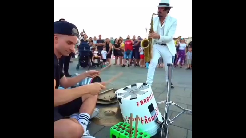 Daniele Vitale Sax Feat Damat Drummer - Mr Saxobeat (Live).mp4