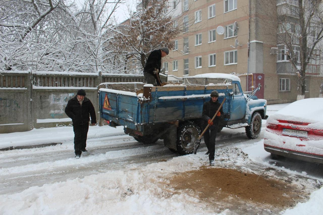 Коммунальщики ликвидировали провал грунта по ул. Казацкой в Белгороде-Днестровском