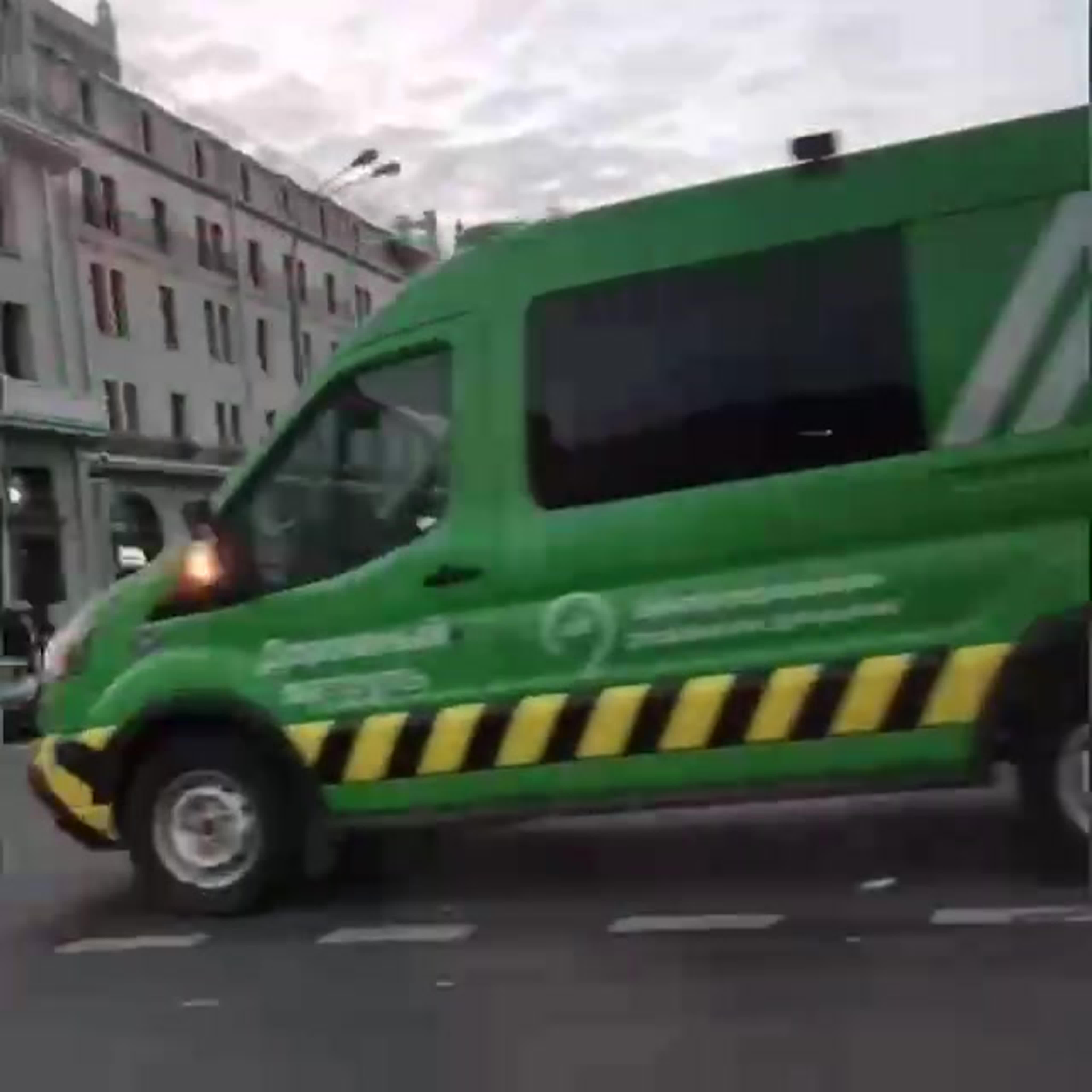 Четыре человека пострадали в результате столкновения четырех автомобилей на Театральной площади.