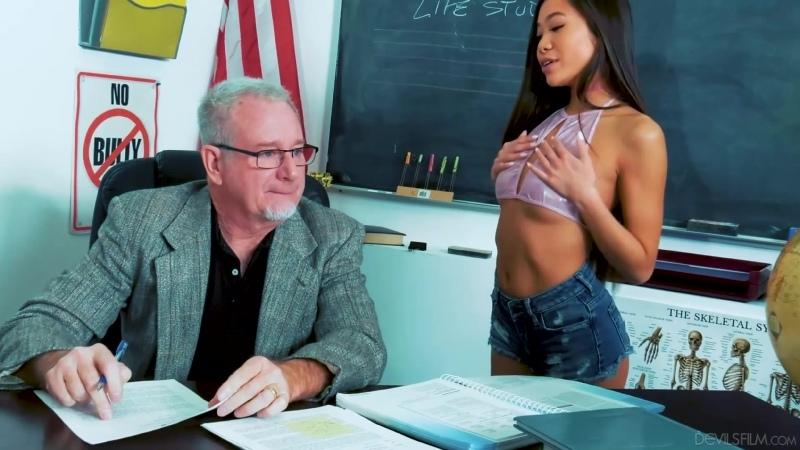 [DevilsFilm] Vina Sky - Sucking At School порно porno 2020