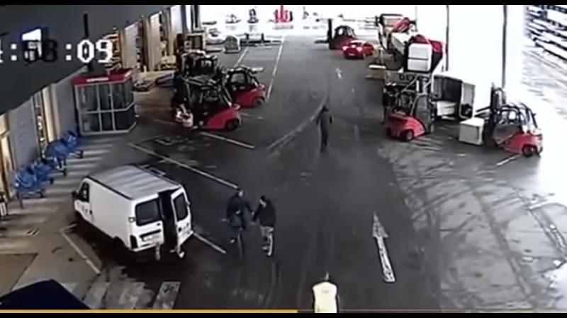 Командная работа Карщики не позволили скрыться ворам на красной машине