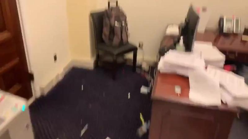 Один из кабинетов Капитолия после погрома устроенного сторонниками Трампа