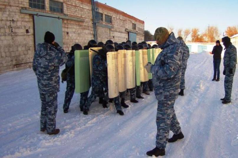 Бойцы УФСИН прибыли в новотроицкую колонию: групповое неповиновение осуждённых будет пресечено
