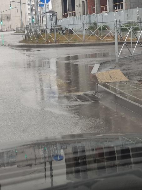 Вот так сделаны ливневки на новой дороге по Кутузо...