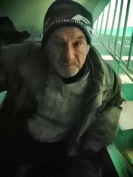 Зиятдинов Рафиль. Ночует в подъезде на Пушкина 4 н...