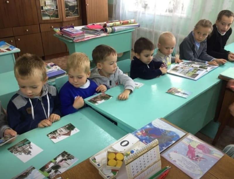 Работники городских и сельских библиотек района проводят познавательные мероприятия со школьниками и дошколятами, посвящённые 323-летию Петровска