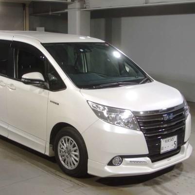 Toyota Noah Hybrid 2016 год