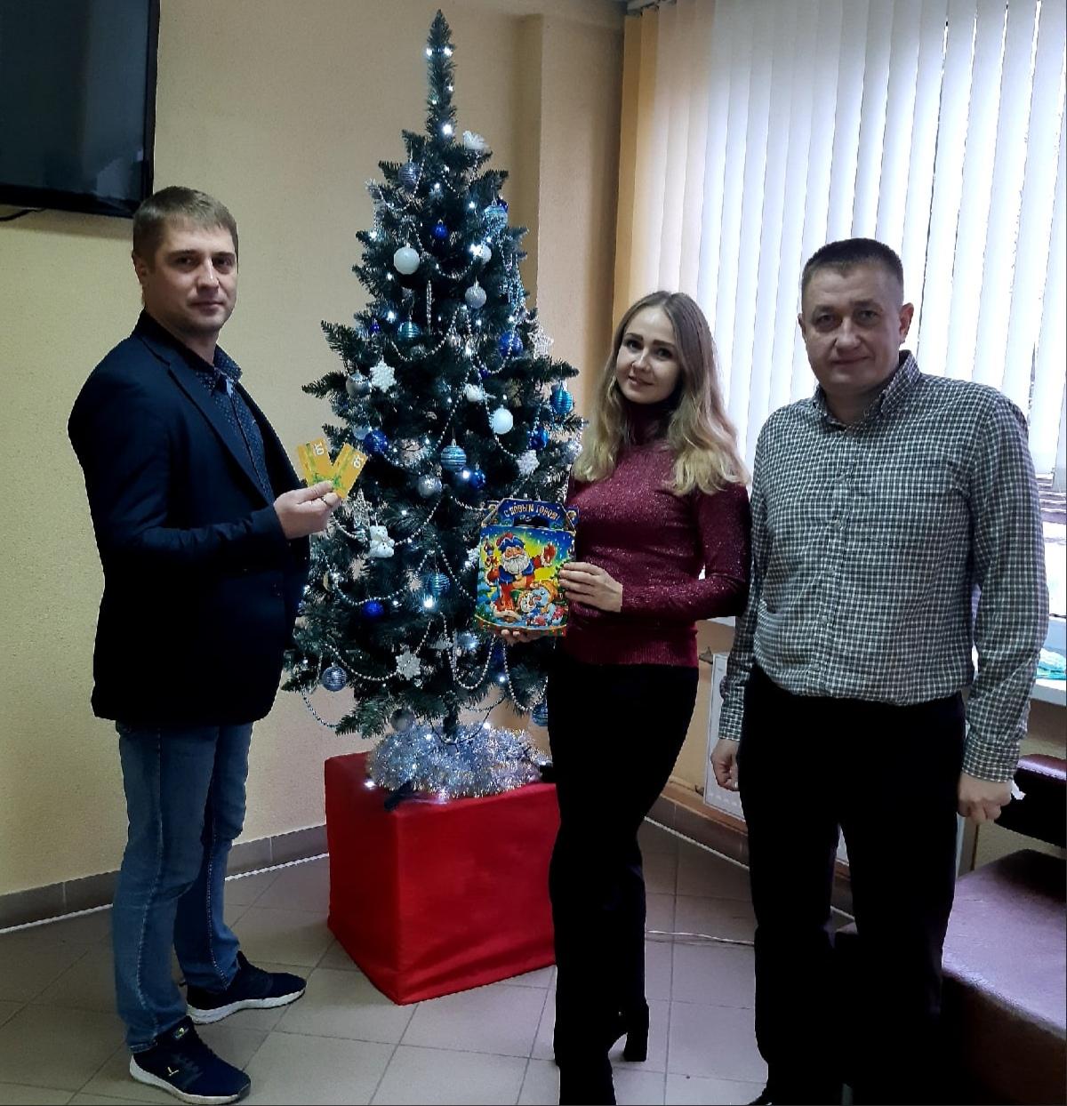 Профком поздравляет работников и их детей с Рождеством и Новым годом!