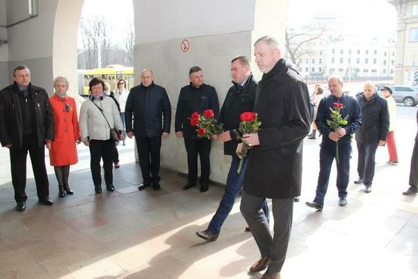 Настанции «Октябрьская» выставили почетный караул изчисла работников метро
