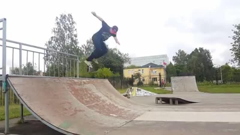 Дмитрий Родионов / BS Flip Noseblunt 180
