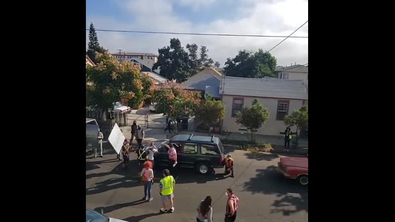 Камерон на съемочной площадке одиннадцатого сезона сериала Бесстыдники в Сан Педро ноябрь 2020