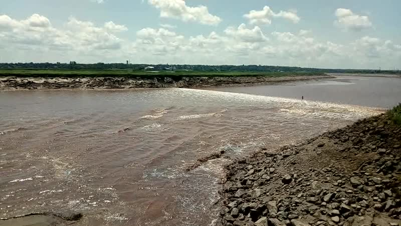 3. Приливная волна против течения реки. Монктон, Канада.
