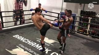 Видеообзор БУЛАТ (РОССИЯ): Buakaw & Superbon & Sammy training at Bunchamek