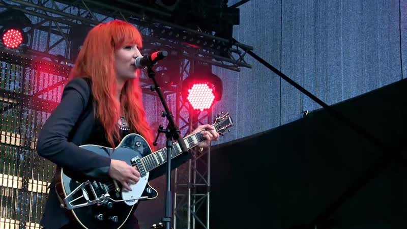 MonaLisa Twins Cant Buy Me Love The Beatles Cover live