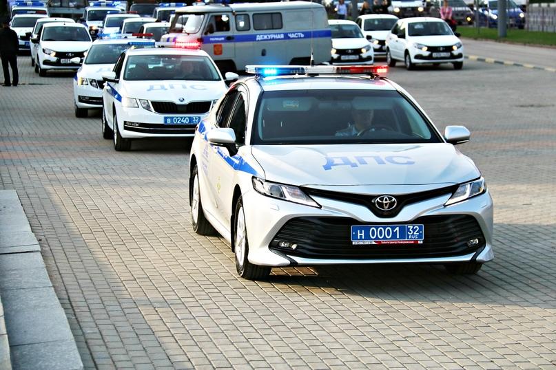 В Брянске состоялось торжественное вручение новых служебных автомобилей инспекторам ДПС, изображение №1