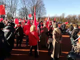 Шествие в Петербурге в честь 103-й годовщины Великой Октябрьской социалистической революции